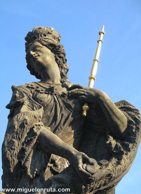 Puente-Carlos-Estatua