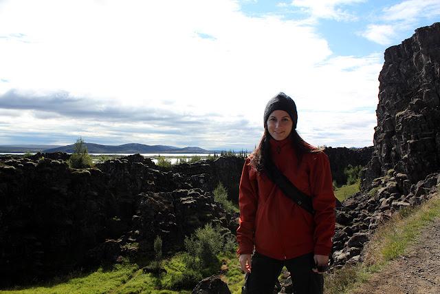 Lena en la falla Almannagjá de Þingvellir