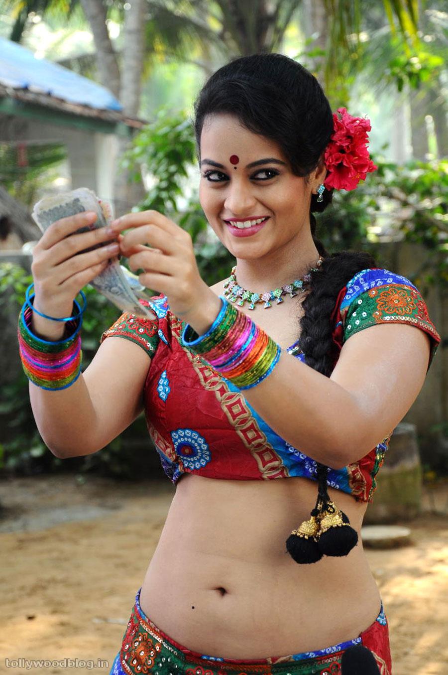Item Girl Suja Photos From Gundello Godari - HD Latest