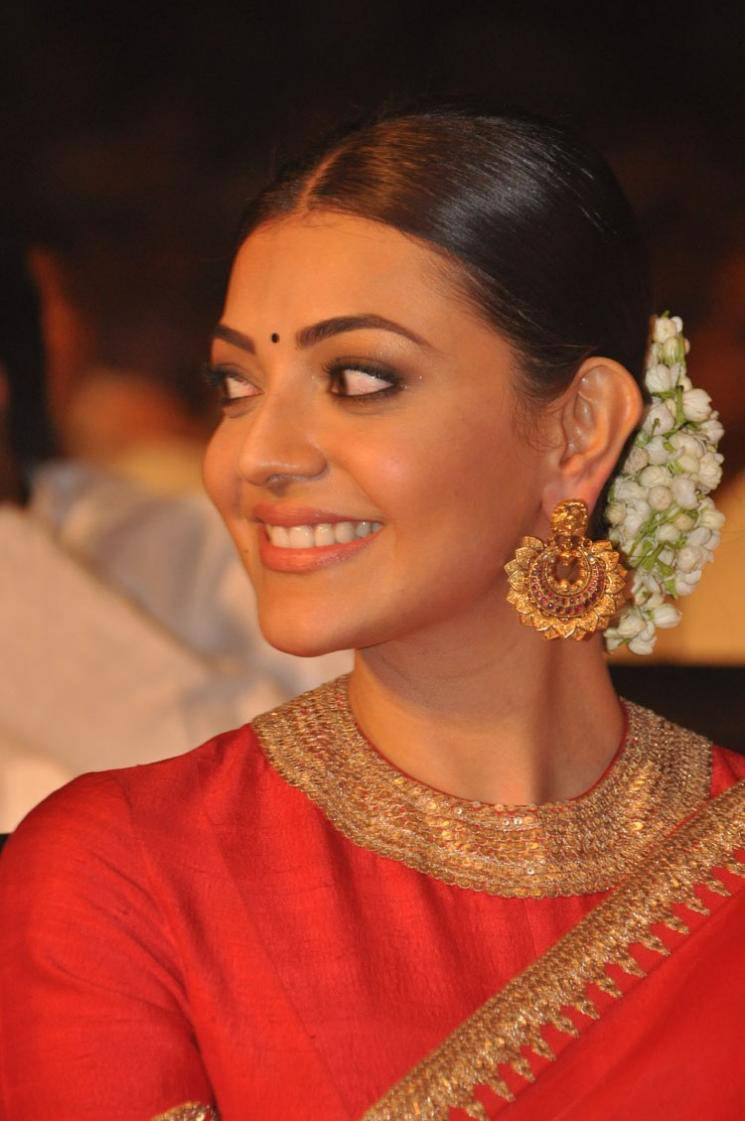 Kajal Agarwal Navel Show Photos In Red Saree
