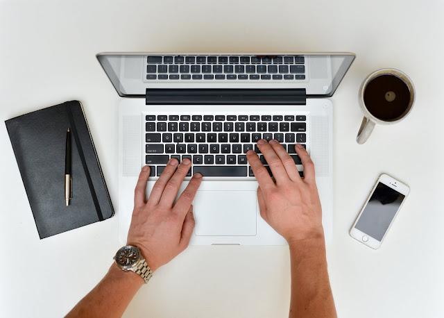लेखन में रूचि (Writing Skills) है तो घर बैठे ऐसे (work from home) कमाएं पैसे
