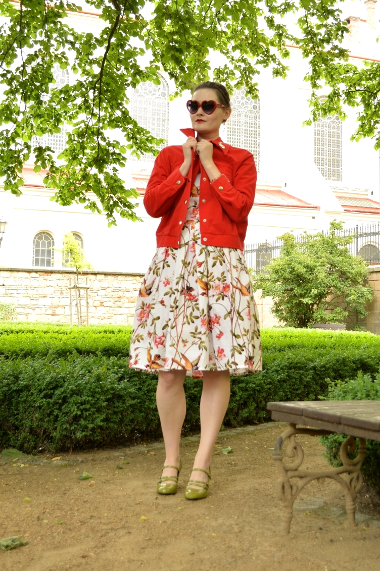 outfit post, 1950s handmade dress, vintage & new Plzeň, vintage red jacket, green retro pumps, floral dress, japanese kimono, reflect time of year, reflect nature