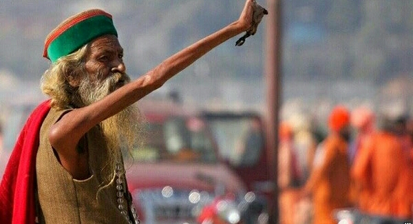 Kisah Pertapa India Yang Mengangkat 1 Tangannya Selama 45 Tahun, Duuuh Gimana Rasanya...???
