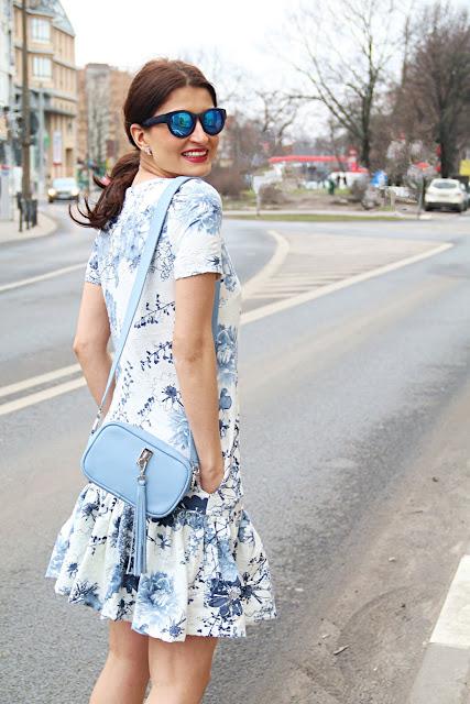 miejski styl, modne sukienki, sukienka, myBag, tressore, poznań streetstyle, street style, summer in the city, novamoda style, summer streetstyle, sukienka w kwiaty, sukienki, blog po 30tce, jej styl, w jej stylu, kobiety, moda damska, fashion blogger