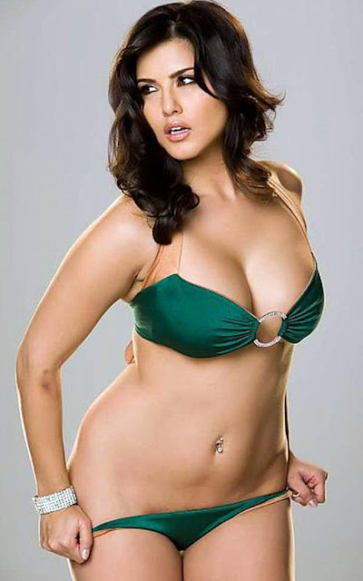 Sunny Leone looks ultra glam and sexy here