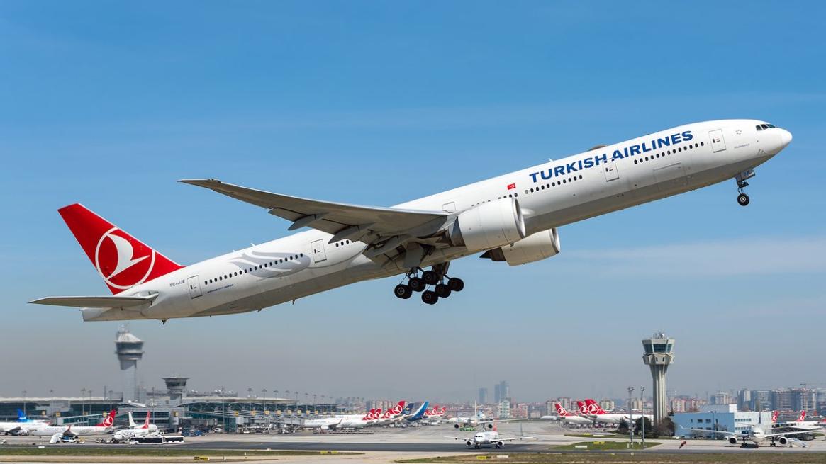 """Pazzesco! Urla """"Allahu Akbar"""" sul volo aereo Turkish Airlines creando panico tra i passeggeri"""