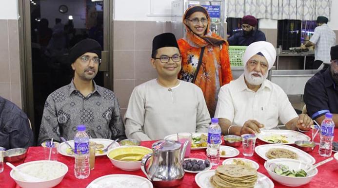 Akmal Nasir berbuka di Gurdwara Sikh