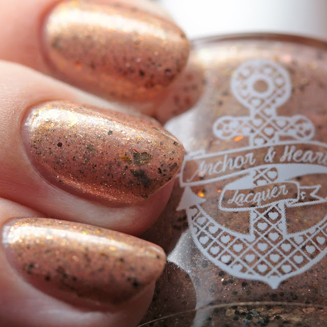 Anchor & Heart Lacquer Pale Man