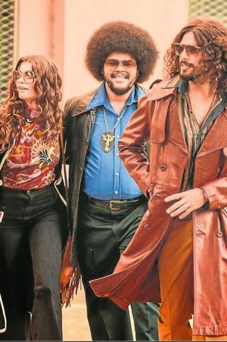 Janaina, Tim e Fabio com figurinos anos 70
