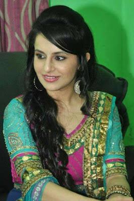 Biodata Roop Durgapal berperan sebagai Natasha Gujral