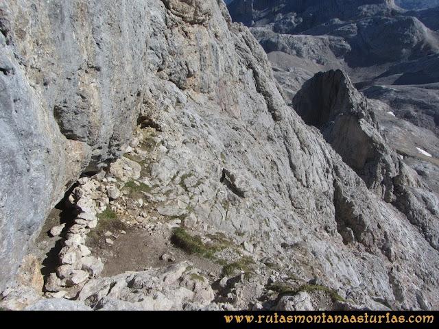 Ruta Cabrones, Torrecerredo, Dobresengos, Caín: Vivac en el Torrecerredo