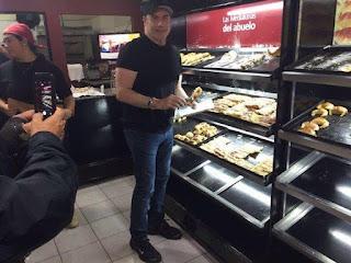 John Travolta, en Castelar, comprando facturas