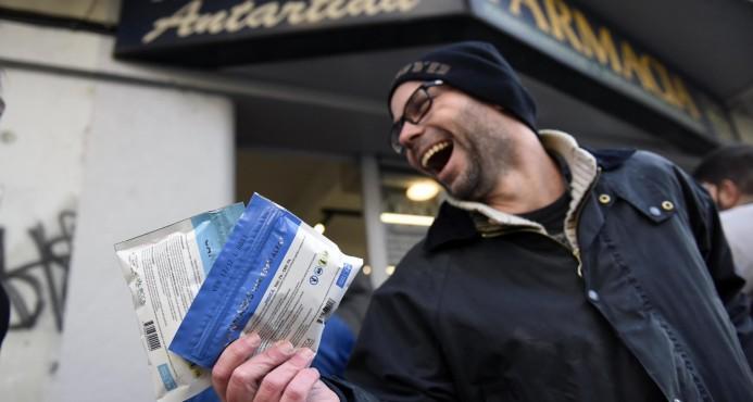 Uruguay comienza a vender marihuana en farmacias