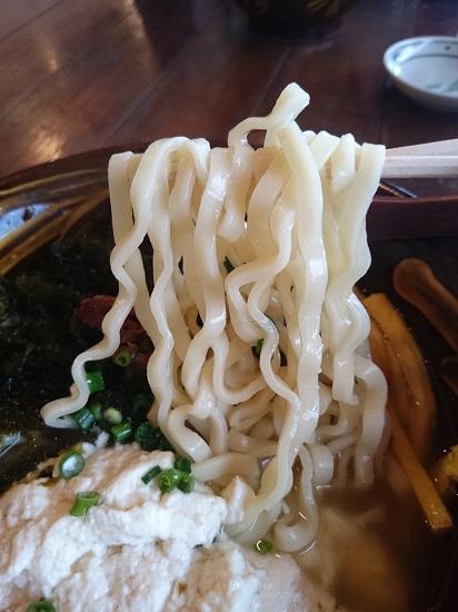 ゆしアーサそば(大)の麺の写真