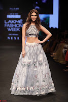 Lakme Fashion Week 2018   Vaani Kapoor at Runway lc68h2 ~  Exclusive 003.jpg