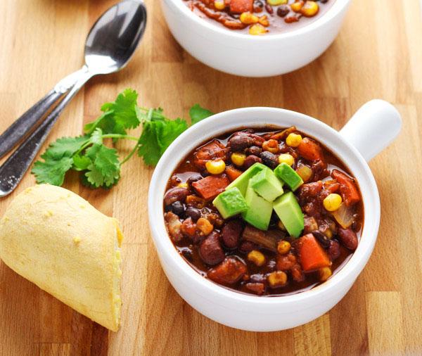 Slow Cooker Skinny Vegetarian Chili #loaded #Slow #coocker