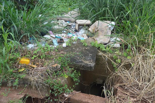Bueiros destampados geram problemas e moradores reclamam em Cacoal