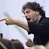 El tenor argentino José Cura dirige a la Orquesta Julià Carbonell en Lleida