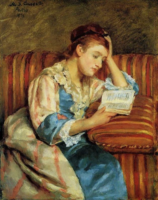Sra. Duffee Sentada em um Sofá Listrado Lendo - Pinturas de Mary Cassatt | Mulheres na pintura