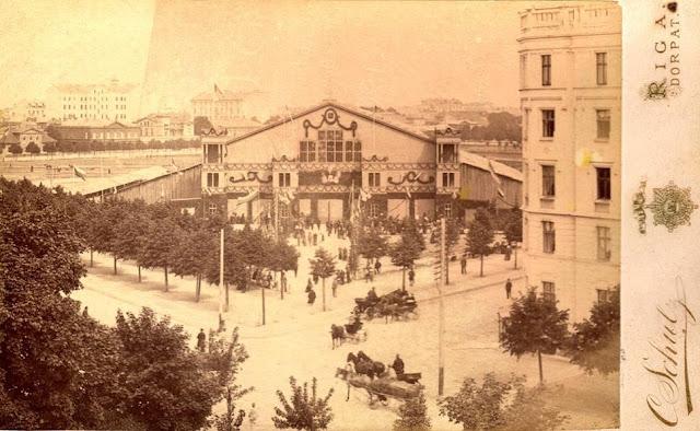 III Dziesmu svētku celtne Rīgā, 1888. gads. Šos dziesmu svētkus apmeklējis Rainis