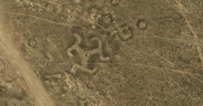 Il geoglifo del Kazakistan a forma di svastica