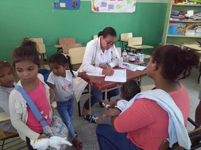 Pacientes se benefician de operativo médico en Pedernales