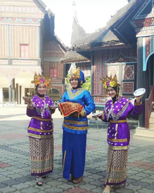 foto taman mini indonesia indah