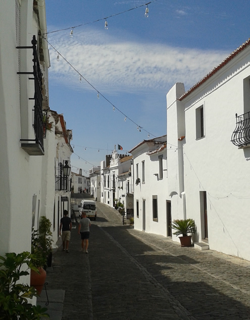 What to see in Alentejo: Monsaraz | Happy in Red