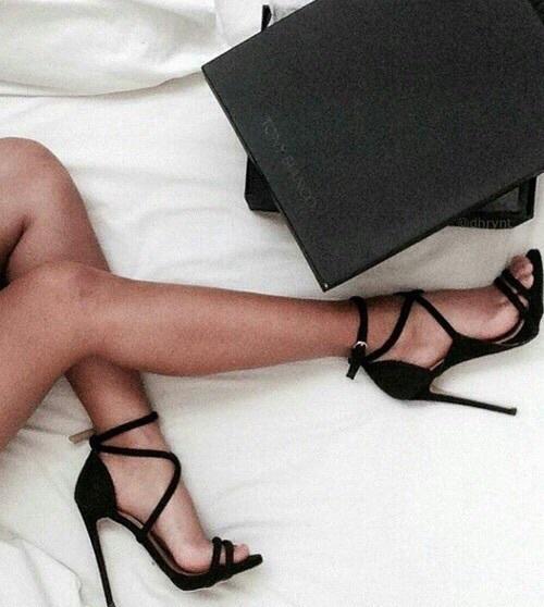 Djevojke koje šire noge