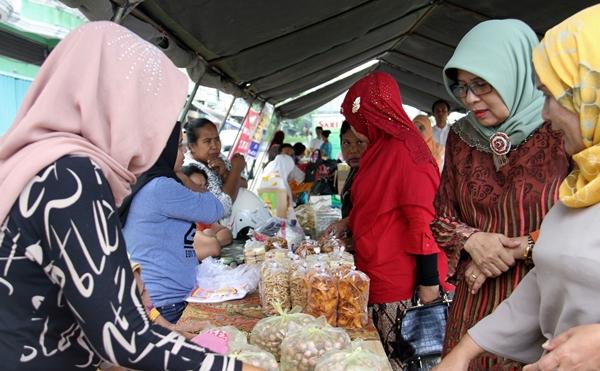 Bazzar Murah di Pasar Grosir Kasang Berlangsung Sepi