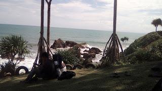 Keindahan Pantai Karang Tawulan Tasikmalaya