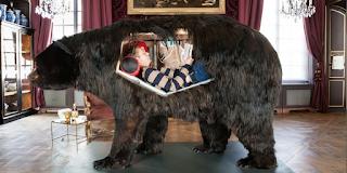 http://www.lemonde.fr/culture/article/2014/04/02/dans-la-peau-d-un-ours-pendant-treize-jours_4393594_3246.html
