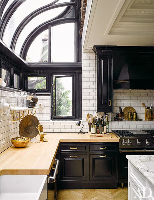The Peak Of Tr 232 S Chic Needing Wanting Loving A Black Kitchen