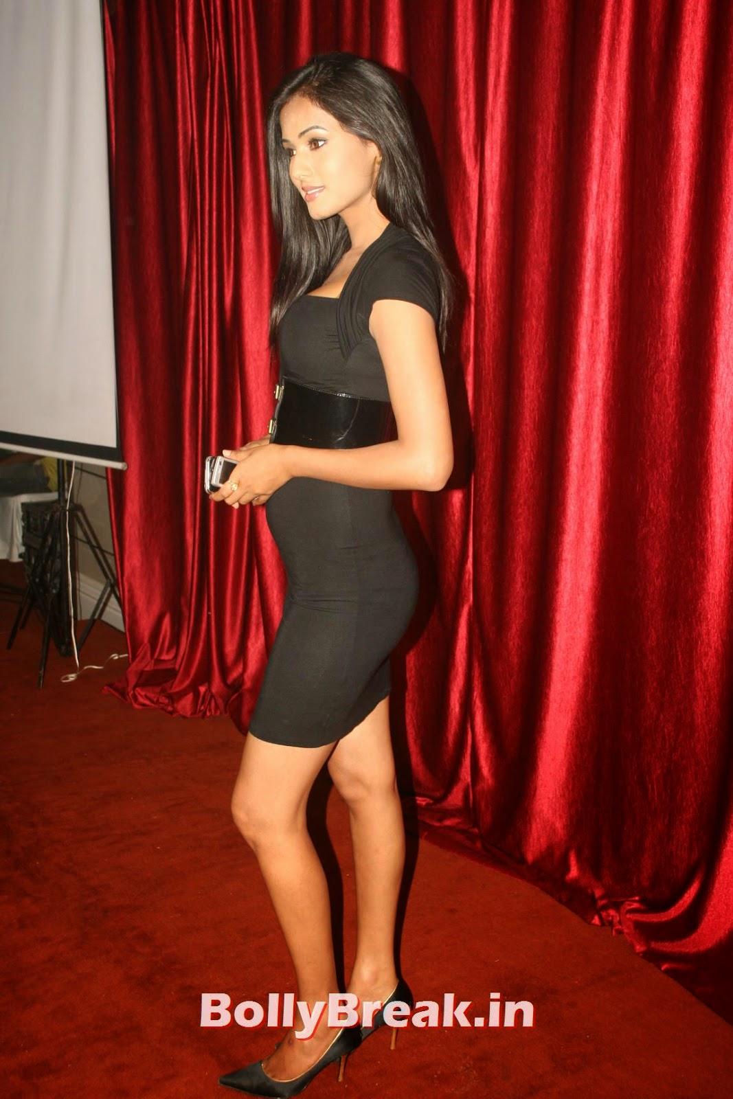 ,  Sonal Chauhan Hot HD Pics in Black Dress