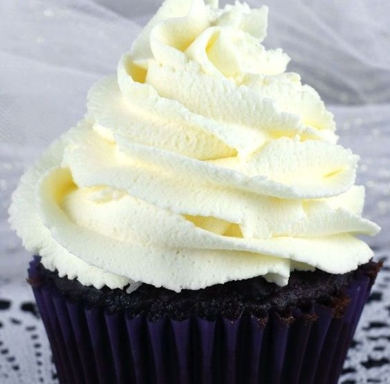 THE BEST WHIPPED CREAM FROSTING #dessert #creamcake