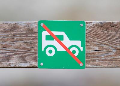 Cartel de prohibido aparcar ni de forma gratuita ni de pago en Islandia
