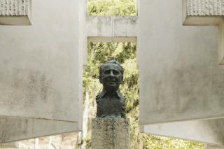 Monumento a Paco Martínez Soria.
