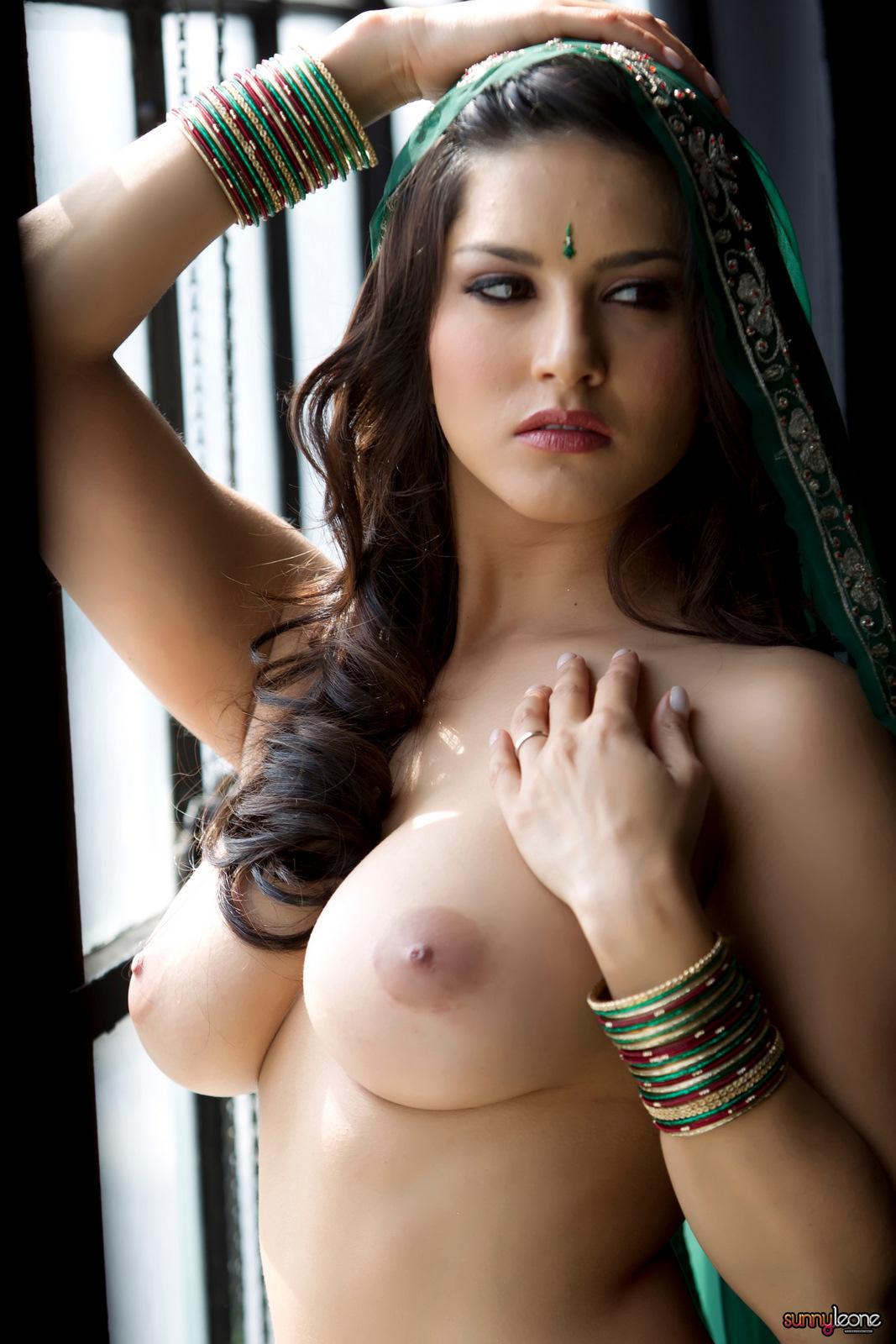 Sunny Leone Saree Nude Images