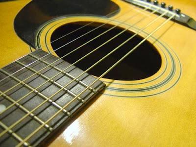 Đàn guitar làm bằng loại gỗ gì