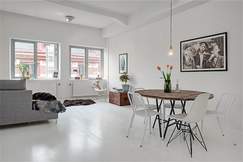 apartamento escandinavo con el suelo de madera blanca