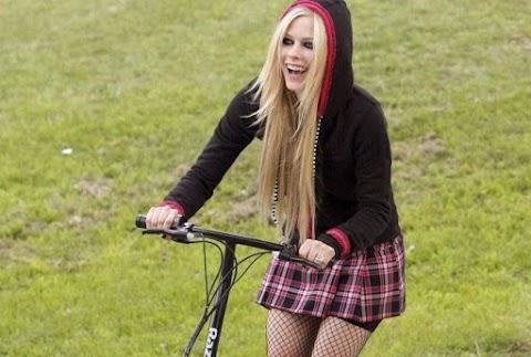 Avril Lavigne actuará para la recaudación de fondos de ciclismo de San Mar