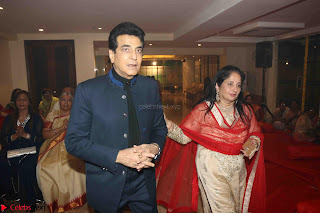 Sachin Tendulkar with his wife at Mata ka Jagrata hosted by Anu Malik 37.JPG
