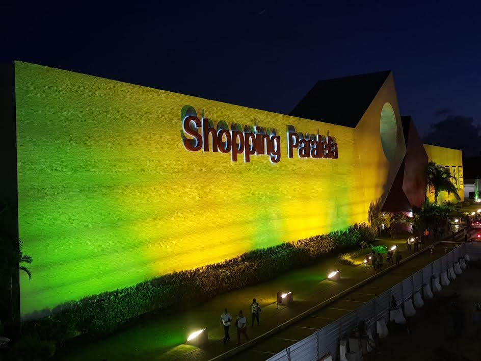ebeaefa8007 Shopping Paralela entra em ritmo de Copa com nova fachada e ponto gratuito  para troca de figurinhas