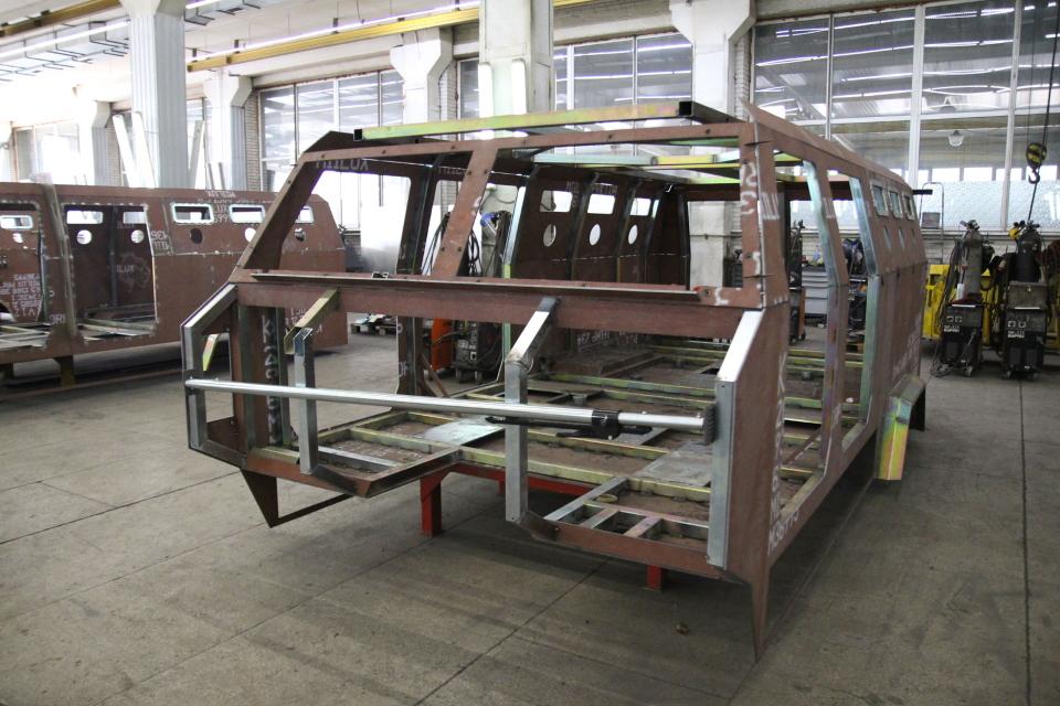 Складання корпусу бронеавтомобіля «Козак-2М1»