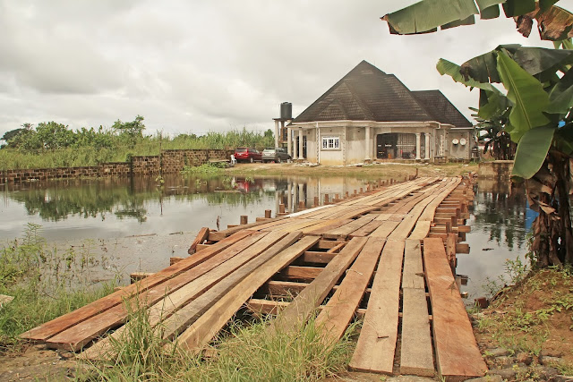 Photo: Landlord creates wooden bridge to beat flood