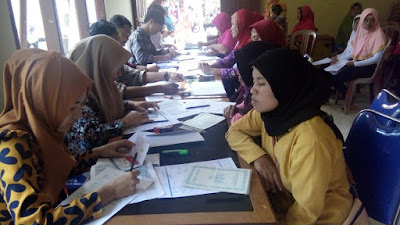 337 Warga Kelumbayan Barat Terima Dana Bantuan PKH