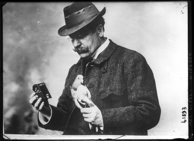 Julius Neubronner with pigeon and camera, 1914