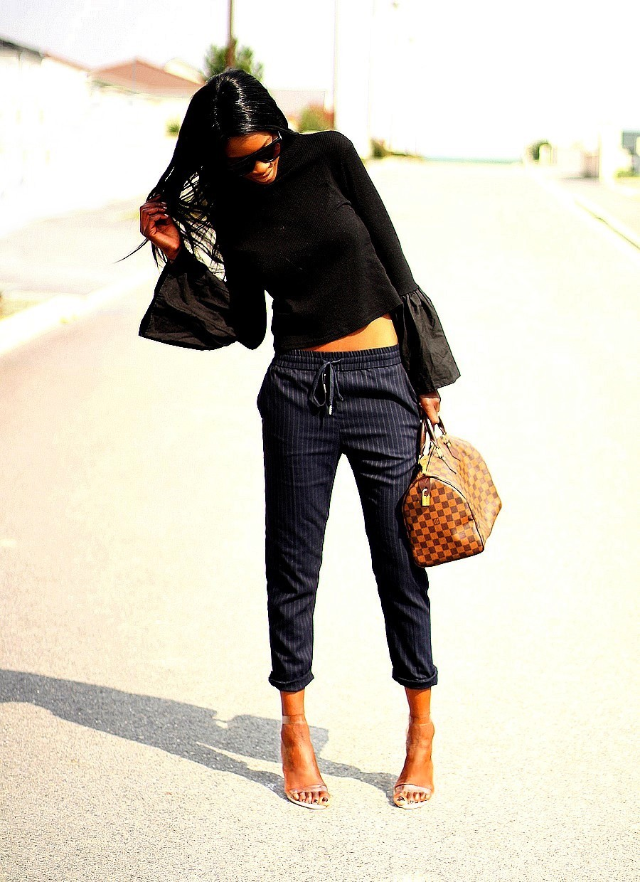 fashion-blogger-rocking-bell-sleeves-trend