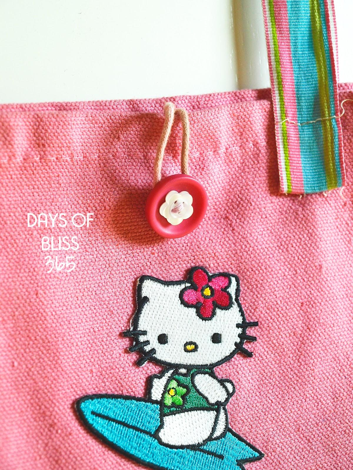 8dcc2f564ca4 Mια ροζ τσαντούλα για να κουβαλά τις κούκλες