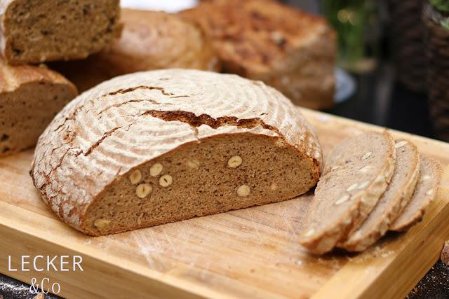 Nussbrot, Brot, Sauerteigbrot, Sauerteig, Brot backen, Oregano, Brot mit Haselnuss, Brot mit Nüssen, Laib Brot, Brotlaib, 1kg Brot, Nussbrot